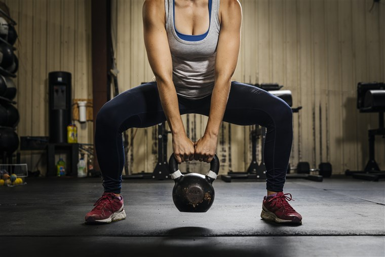 200109-stock-kettlebell-woman-gym-ew-541p_ae34ed0f6331ebc628395c9f307013d3.fit-760w